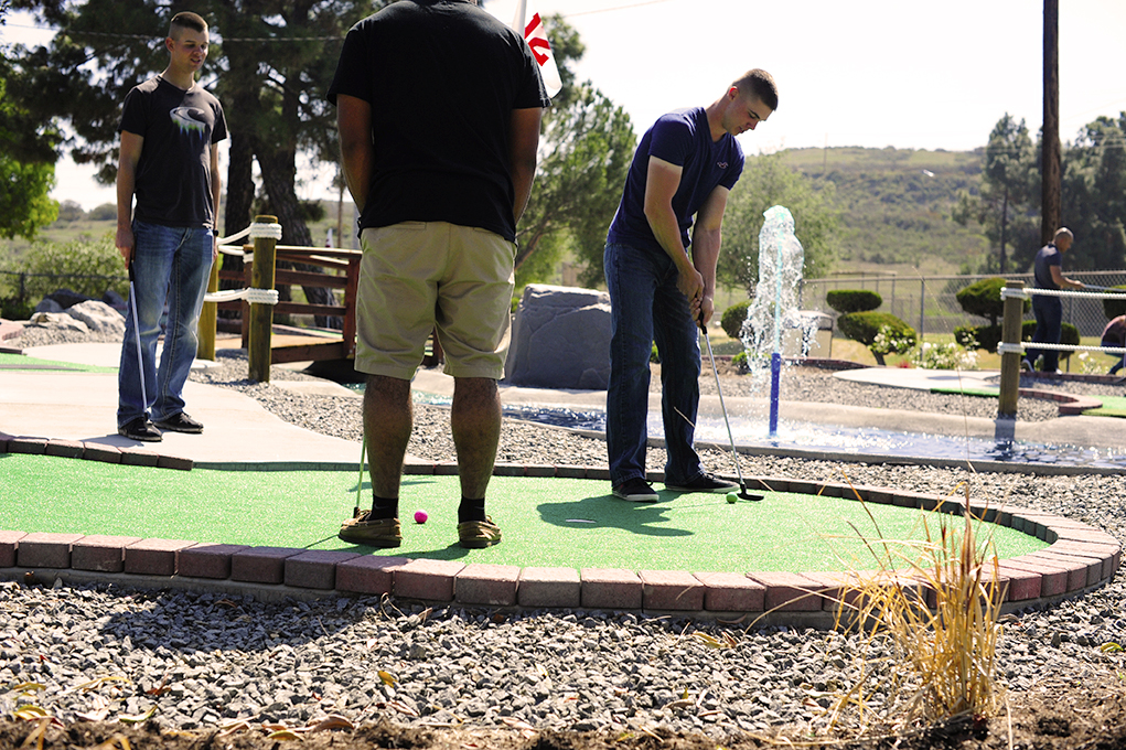 Lake Oneill Mini Golf putting