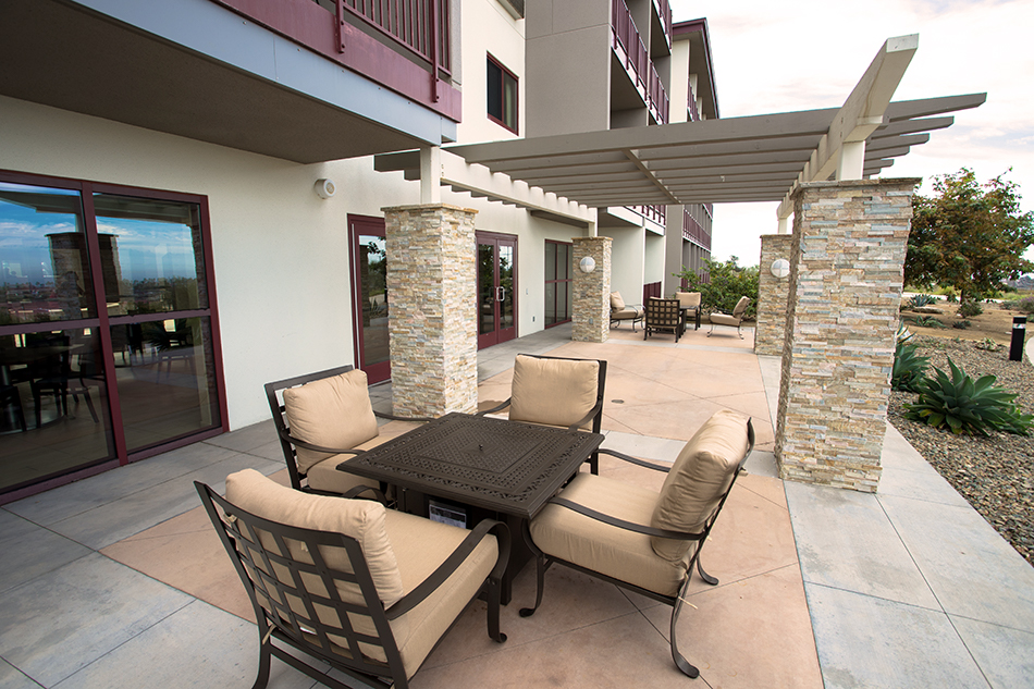 Pacific Views Lodge patio seating