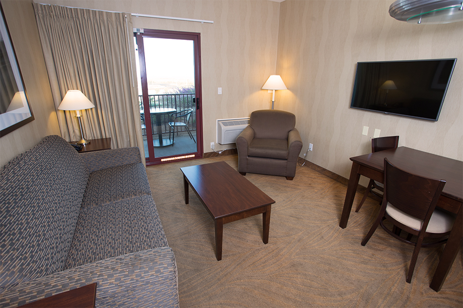 Pacific Views Lodge Suite seating area