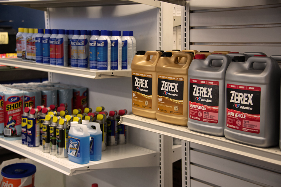 auto skills store shelves with oil products