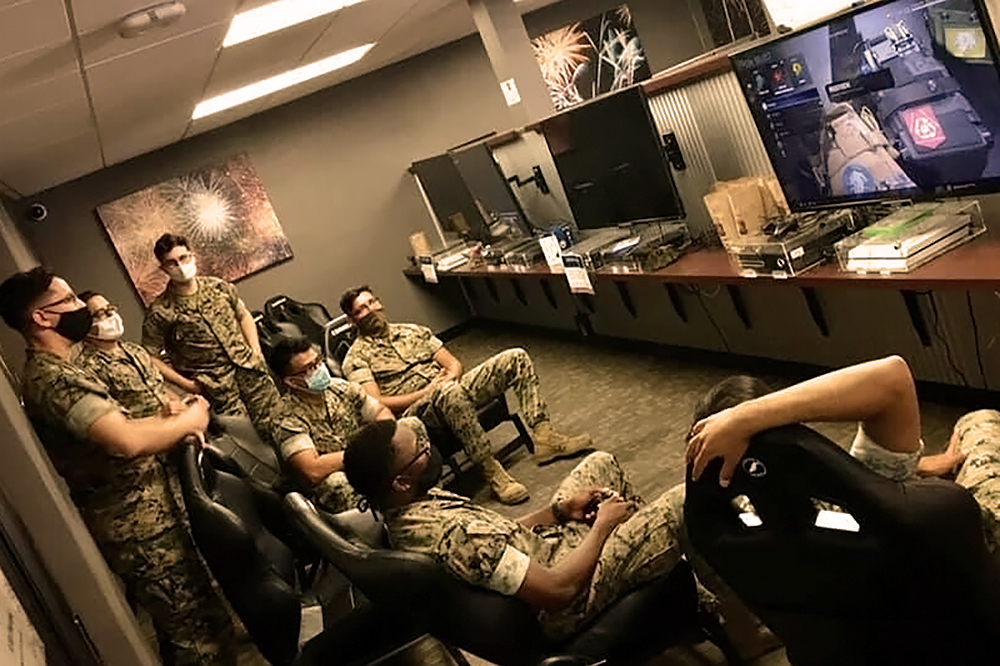 Marines play on gaming consoles SMP