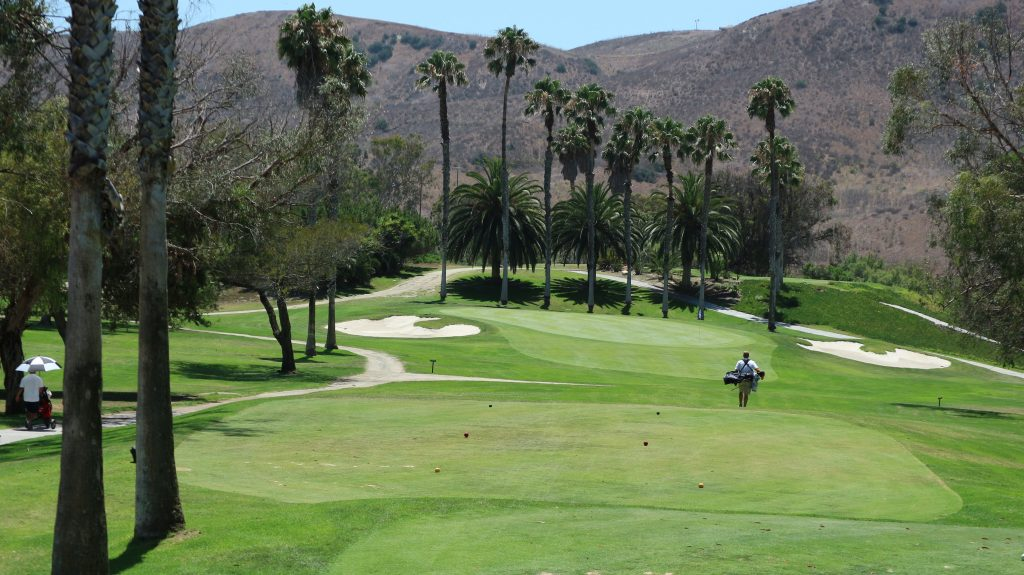 Marine Memorial Golf Course: golfers on the green